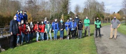 Les scouts et le Rotary club de Lessines, avec l'aide d'un pépiniériste d'Ollignies, ont planté une vingtaine d'arbres sur le site de l'écluse à Lessines.