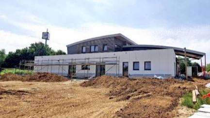 La construction du centre d'accueil du CREB 2